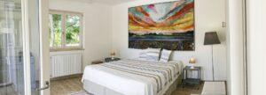 Bedroom overview. La camera da letto. Ansicht des Schlafzimmers.